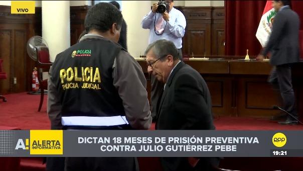 Julio Gutiérrez Pebe es detenido en la audiencia para ser llevado a prisión.
