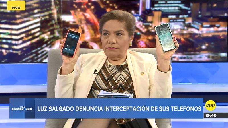 La congresista dijo que las llamadas que recibía en un celular se repetían en el otro, aunque agregó que esto solo ocurría en su casa.