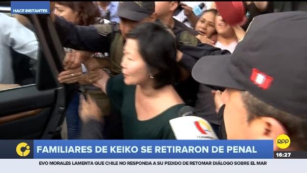 Familiares de la excandidata presidencial salieron de visitarla tras casi cinco horas dentro del establecimiento penal anexo de mujeres.