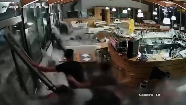 Momentos del ingreso de las olas.