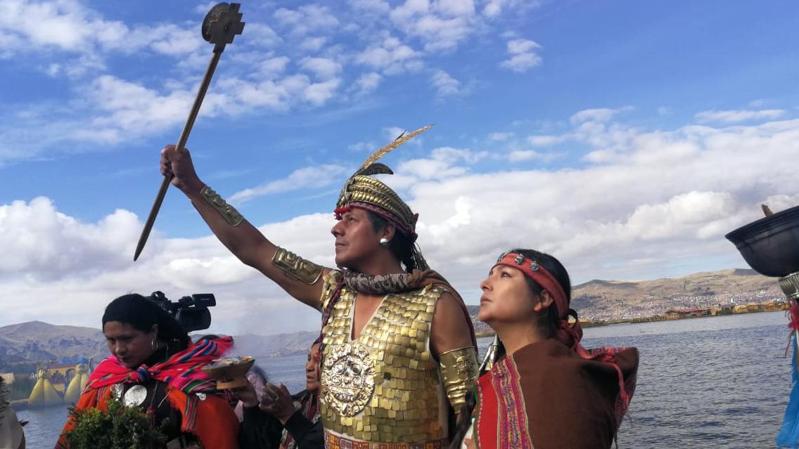 Magaly Solier y Nivardo Carrillo representaron a Mama Ocllo y Manco Cápac en Puno.