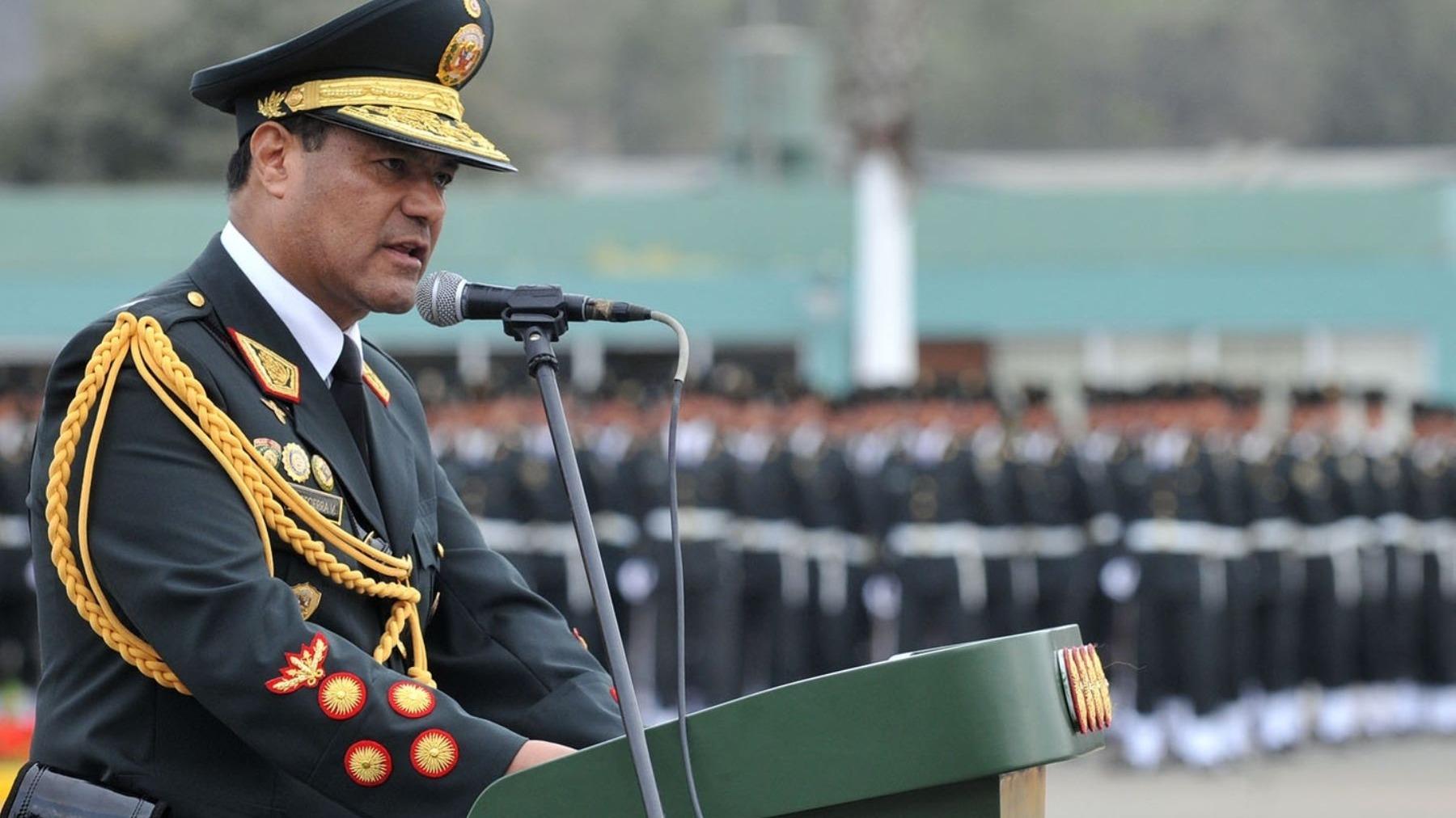 El megaoperativo se inició en la madrugada. El general ( r ) PNP Raúl Becerra fue uno de los detenidos.