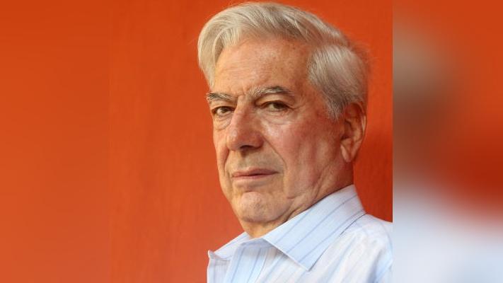 El público se entera que se agotaron las entradas para ver a Mario Vargas Llosa.