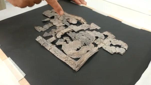 Láminas caladas de plata, objetos de plata, entre otros, están siendo restaurados.