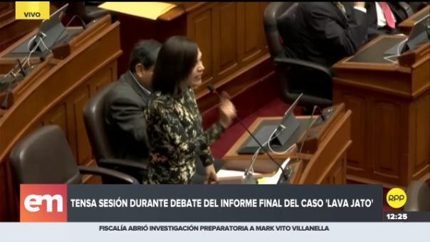 El enfrentamiento entre las congresistas María Elena Foronda (Frente Amplio) y Milagros Salazar (Fuerza Popular)
