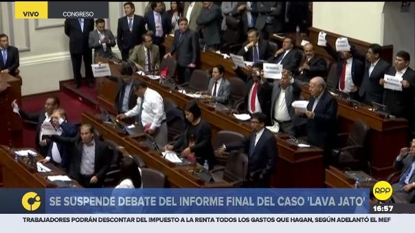 La bancada de Nuevo Perú protestó con carteles que decían