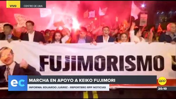 Congresistas fujimoristas participaron este viernes en un marcha en favor  Keiko Fujimori.