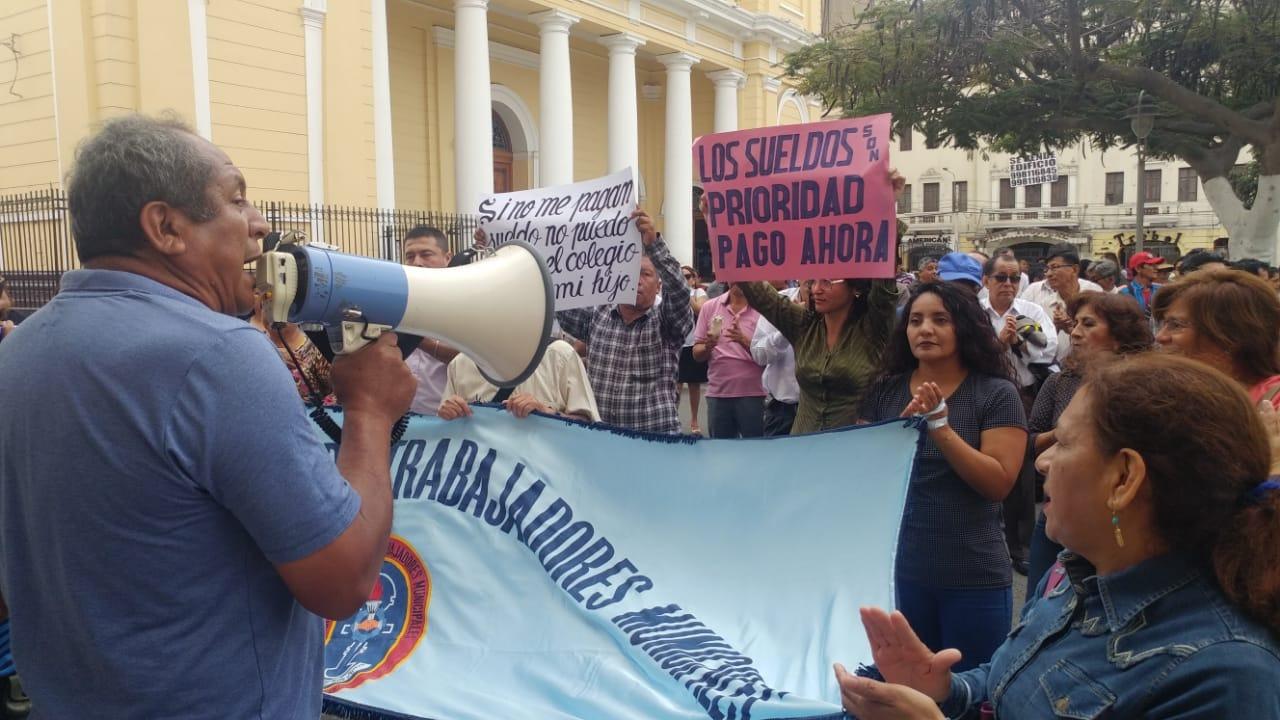Protesta de trabajadores del municipio de Chiclayo.