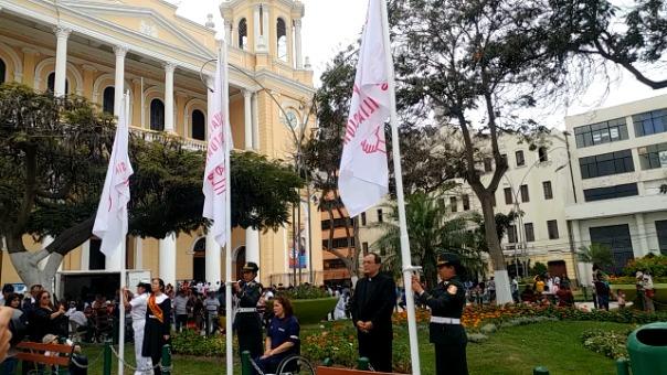 Izamiento de las 6 Banderas del Bicentenario.