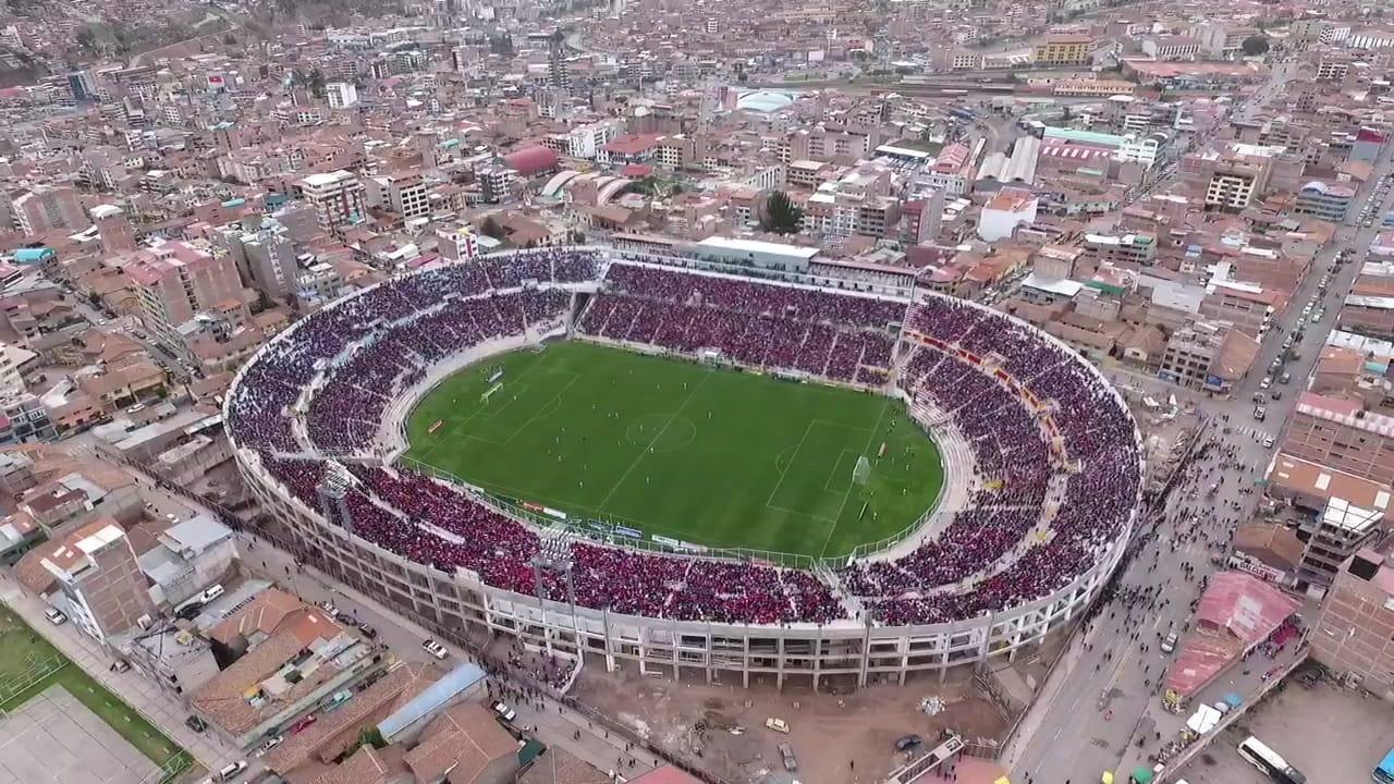 Vista espectacular del estadio Inca Garcilaso de la Vega