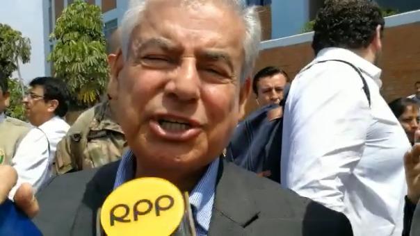 César Villanueva al salir culminar la reunión con autoridades electas.