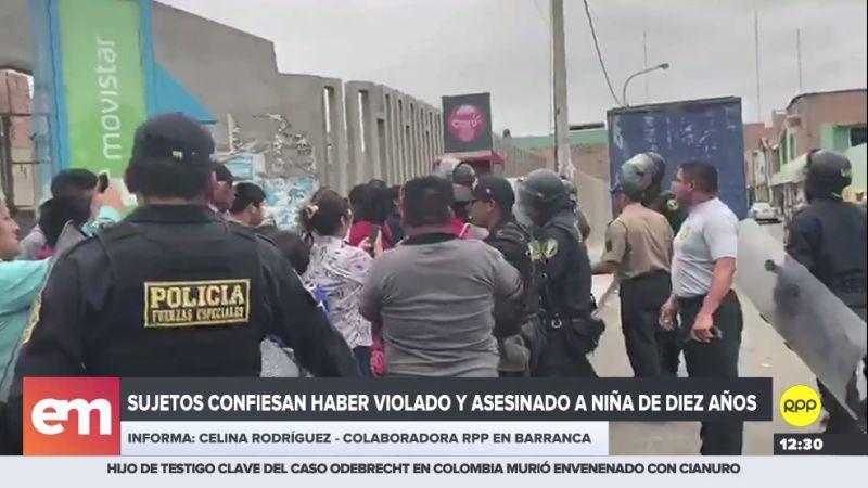Un grupo de personas realizó un plantón en el frontis de la Comisaría de Barranca.