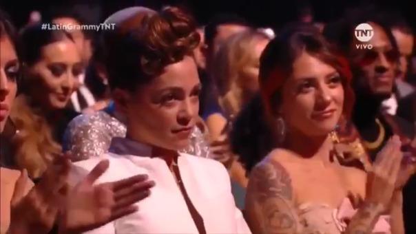 Natalia Lafourcade puso cara de pocos amigos tras triunfo de Maluma en los Grammy Latino 2018.