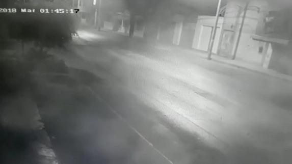 El fuerte sismo quedó registrado en las cámaras de seguridad de una calle de Casma.