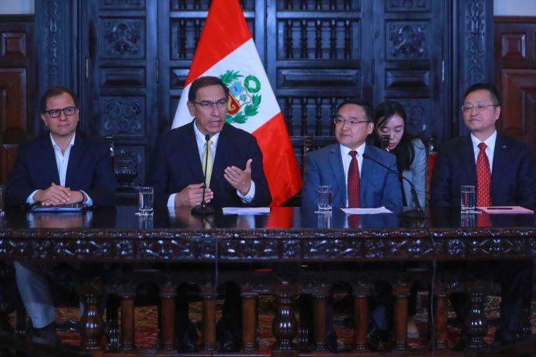 El presidente Martín Vizcarra en reunión con el embajador de China en Perú