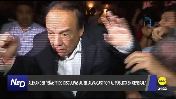 Alexander Peña aparece con polo verde y una gorra blanca en la agresión contra Alva Castro.