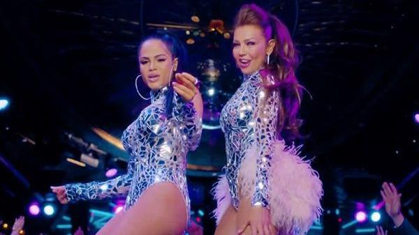 Thalía y Natti Natasha tuvieron que cantar a capela tras fallo con la pista musical.