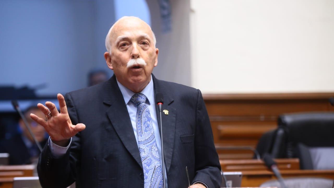 Carlos Tubino respaldó a Jaime Yoshiyama, quien se encuentra en Estados Unidos.