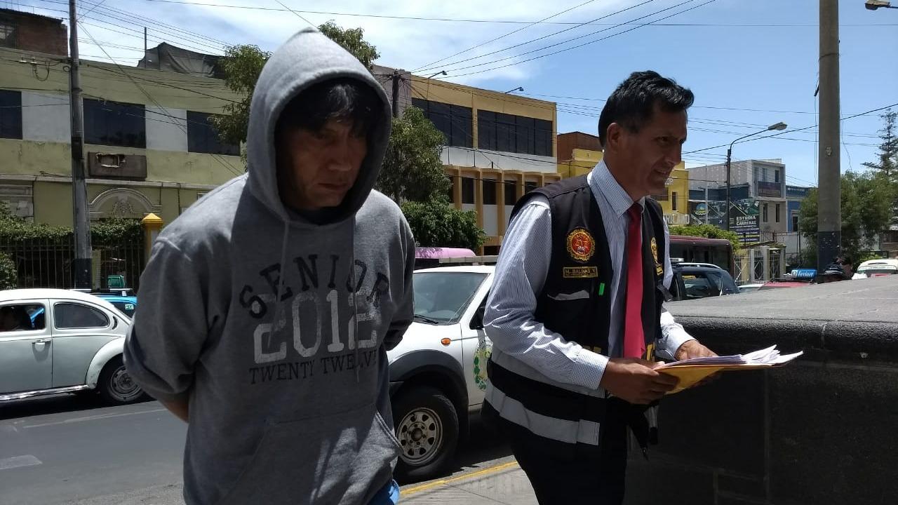 Ante la Policía el detenido, de 48 años de edad, dijo que la adolescente era su enamorada.