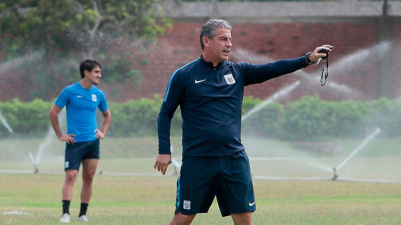 Pablo Bengoechea señaló que tiene a todo el plantel a disposición para el partido del domingo ante Melgar.