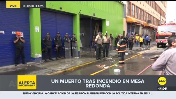 Incendio afecta uno de los locales ubicados en la cuadra 7 del jirón Ayacucho, cercano al Mesa Redonda. Se trata de la misma galería afectada por otro incendio el pasado fin de semana.