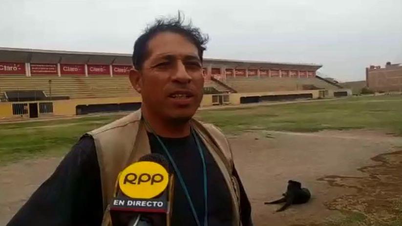 César López, jefe de cancha del Carlos Castañeda Iparraguirre.
