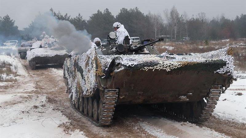 Petró Poroshenko denunció el sábado que Rusia ha desplegado a unos 80.000 soldados a su frontera.