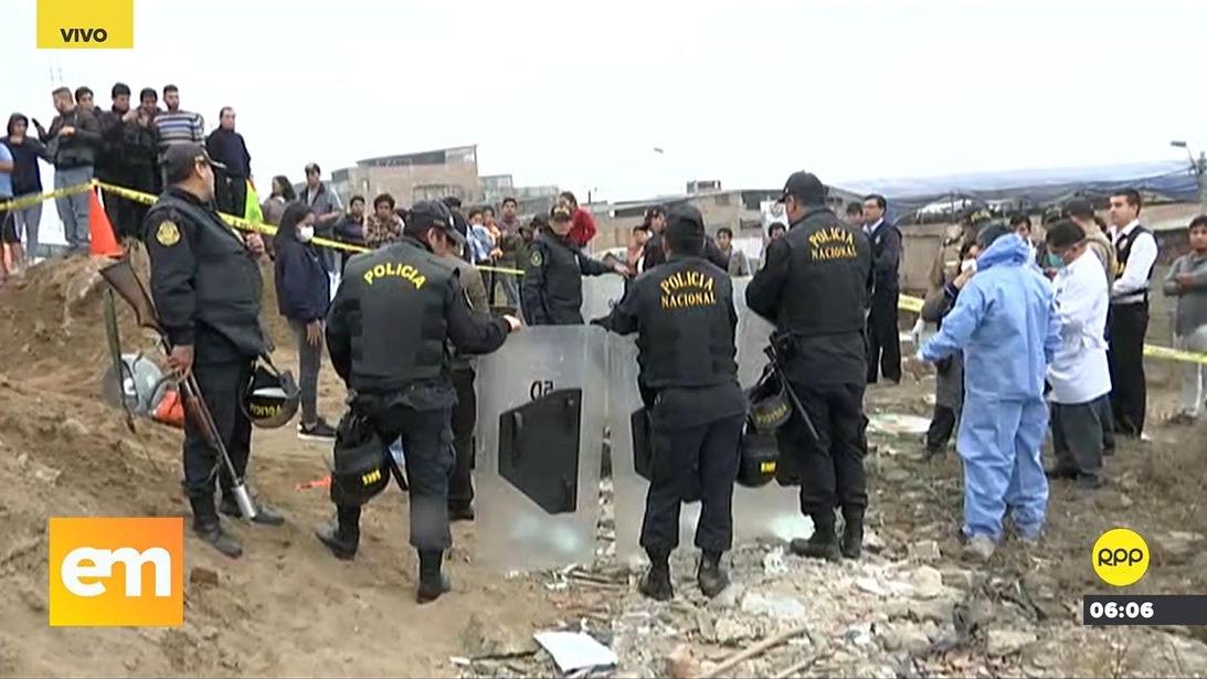 Al abrir el cilindro, las autoridades encontraron el cadáver.