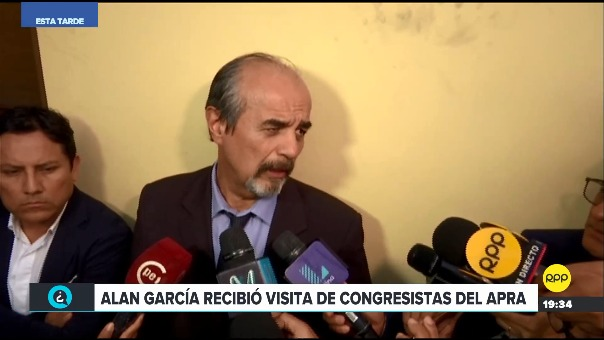 Mauricio Mulder habló con la prensa a su salida de la casa de Alan García.