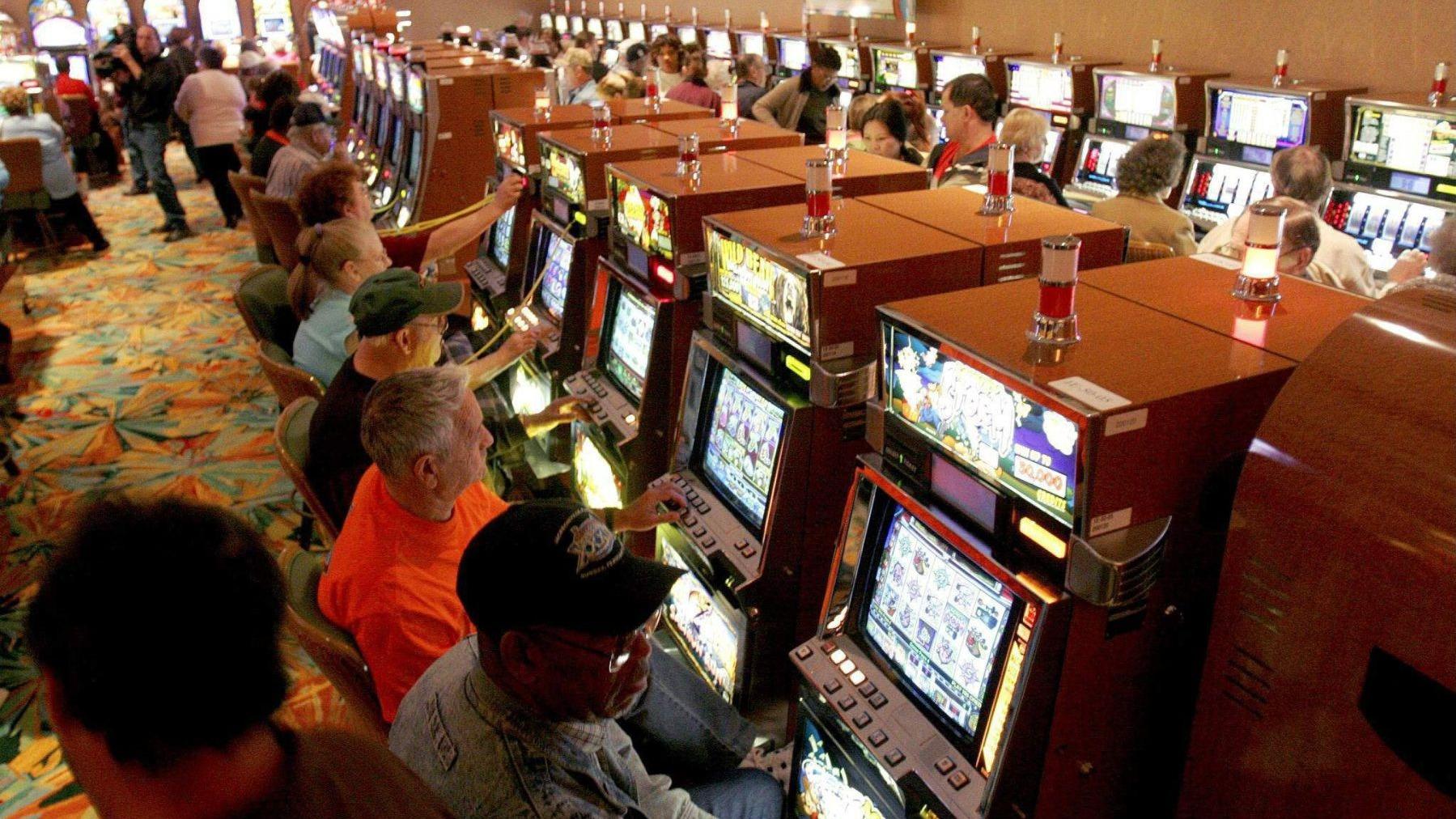 El Ministerio de Economía aseguró que el decreto legislativo que grava a los casinos y tragamonedas era constitucional y había sido consultado con los expertos.