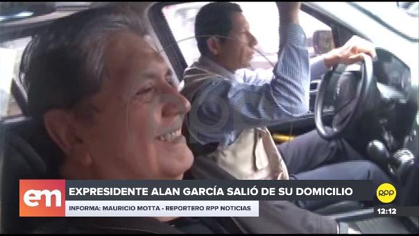 Alan García salió de su domicilio.
