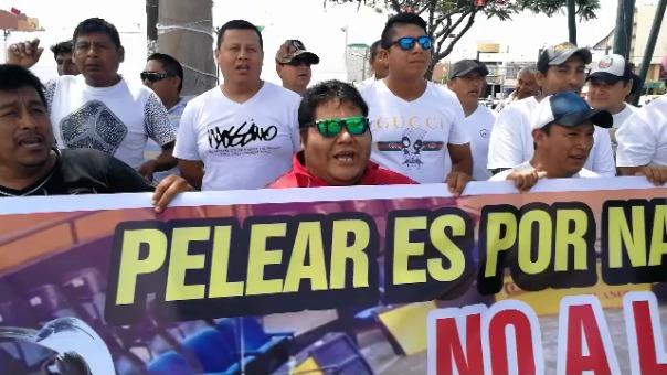 Protesta de galleros en Chimbote.