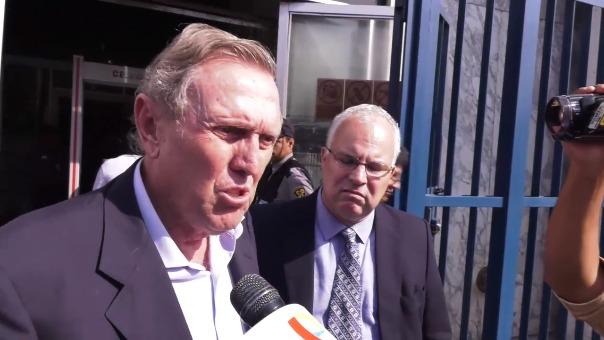 José Graña declaró brevemente al prensa a su salida del Ministerio Público.