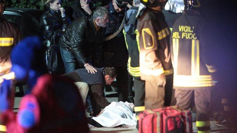 Los heridos llegan al centenar. Imágenes del momento de la estampida en un concierto en Italia.