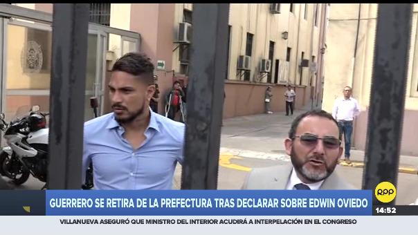 Paolo Guerrero  estuvo acompañado por su abogado Julio García.