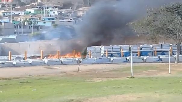 Las llamas podían ser vistas a varios metros a la redonda del estadio.