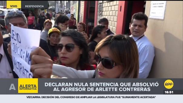 Arlette Contreras no declaró en ningún momento pero sostenía un cartel que decía