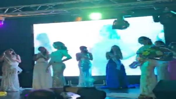 Este es el momento en el que Estefania Olcese triunfa y es coronada como Miss Atlántico Internacional.