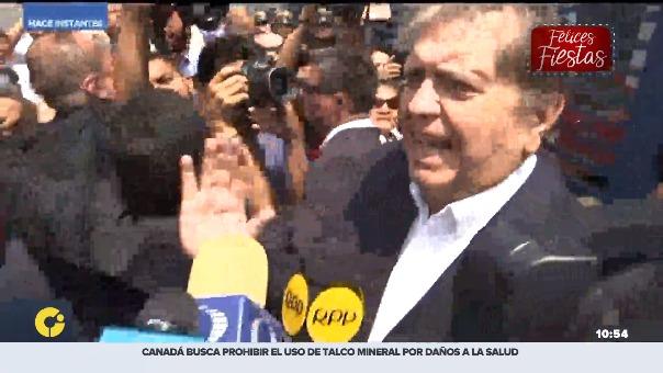 Alan García salió de la sede de la Fiscalía sin declarar a la prensa.