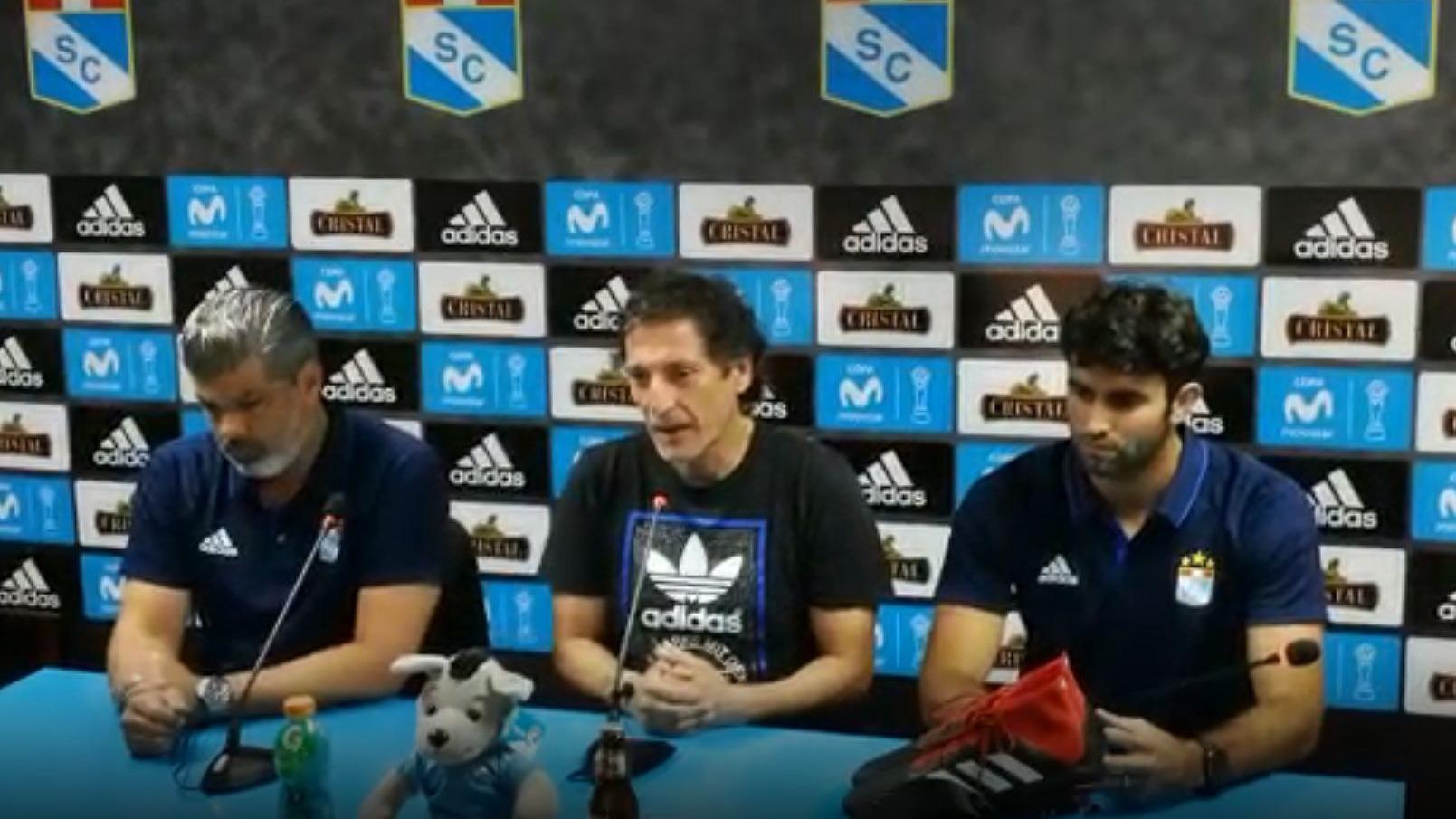 Mario Salas en conferencia de prensa.