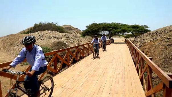 La bicicleta es una alternativa para pasear en Chan Chan.