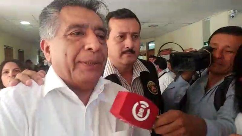"""Durante su traslado, Cornejo Chinguel dijo que acepta """"estoicamente"""" la decisión judicial."""