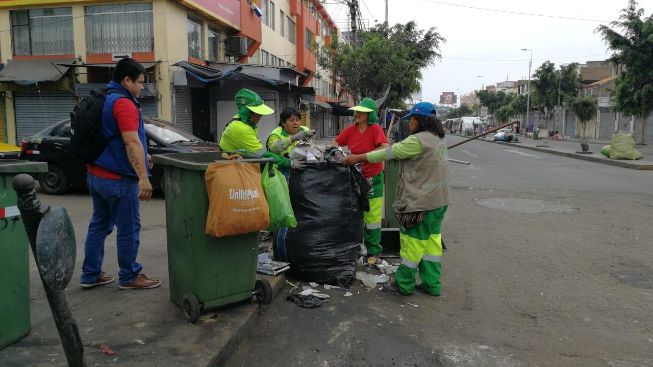 Obreros de limpieza pública empezaron con sus faenas.