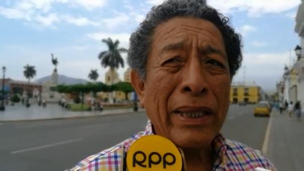 El funcionario edil Mario Falero justificó que los ambulantes aprovecharon la ausencia de agentes ediles para apropiarse de la plaza de armas.