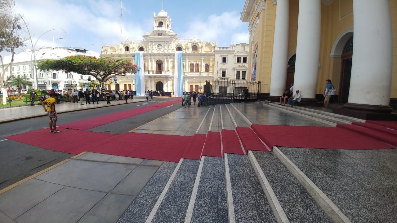 Alfombra roja por donde se desplazo nuevo alcalde de Chiclayo