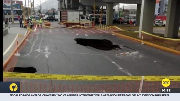 Hueco se generó en una concurrida pista en San Juan de Lurigancho.