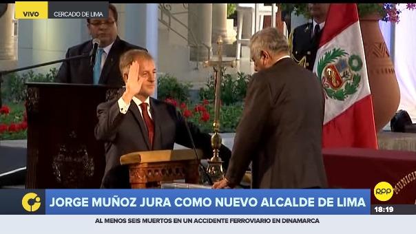 Jorge Muñoz jura al cargo en el parque del Circuito Mágico de las Aguas en el Centro de Lima