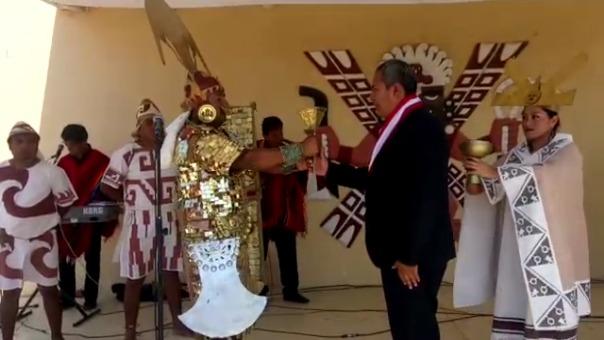 Alcalde recibió el cetro que representa la energía de los Mochicas para gobernar. En la juramentación participaron autoridades locales y regionales.