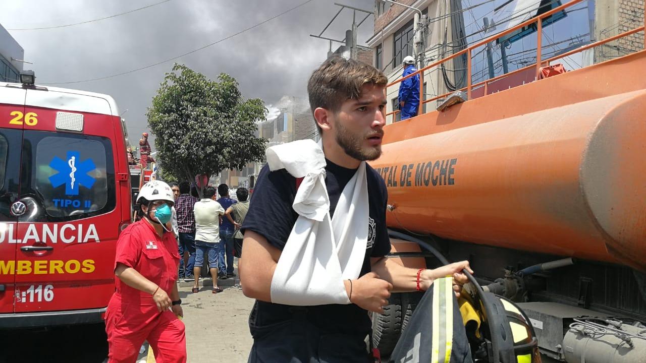 Voluntarios resultaron con hematomas en los brazos.