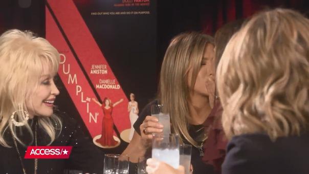 Este fue el momento del beso entre ambas actrices.